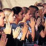 srf-girls-praying